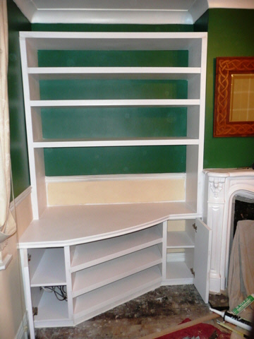 fancy-design-coloured-shelves